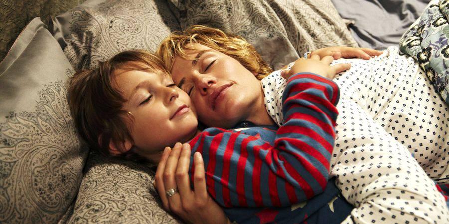 calin-enfant-et-maman-900x450.jpg