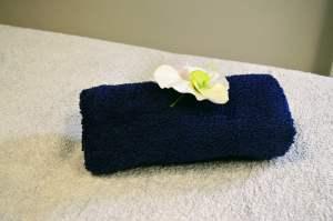 Massage auray masseuse cabinet californien-suédois prénatal femme enceinte douleur dos stress relaxation bien-être